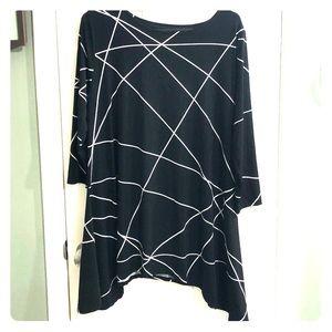 Black and white Alfani tunic top.